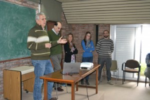 Investigadores y becarios que brindaron la charla
